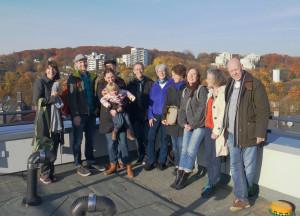 Die Residenten beim Sonnenbaden auf der Dachterrasse in der Wuppertaler Malerstraße